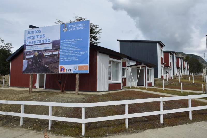 Resultado de imagen de Michetti entrega viviendas en Tierra del Fuego